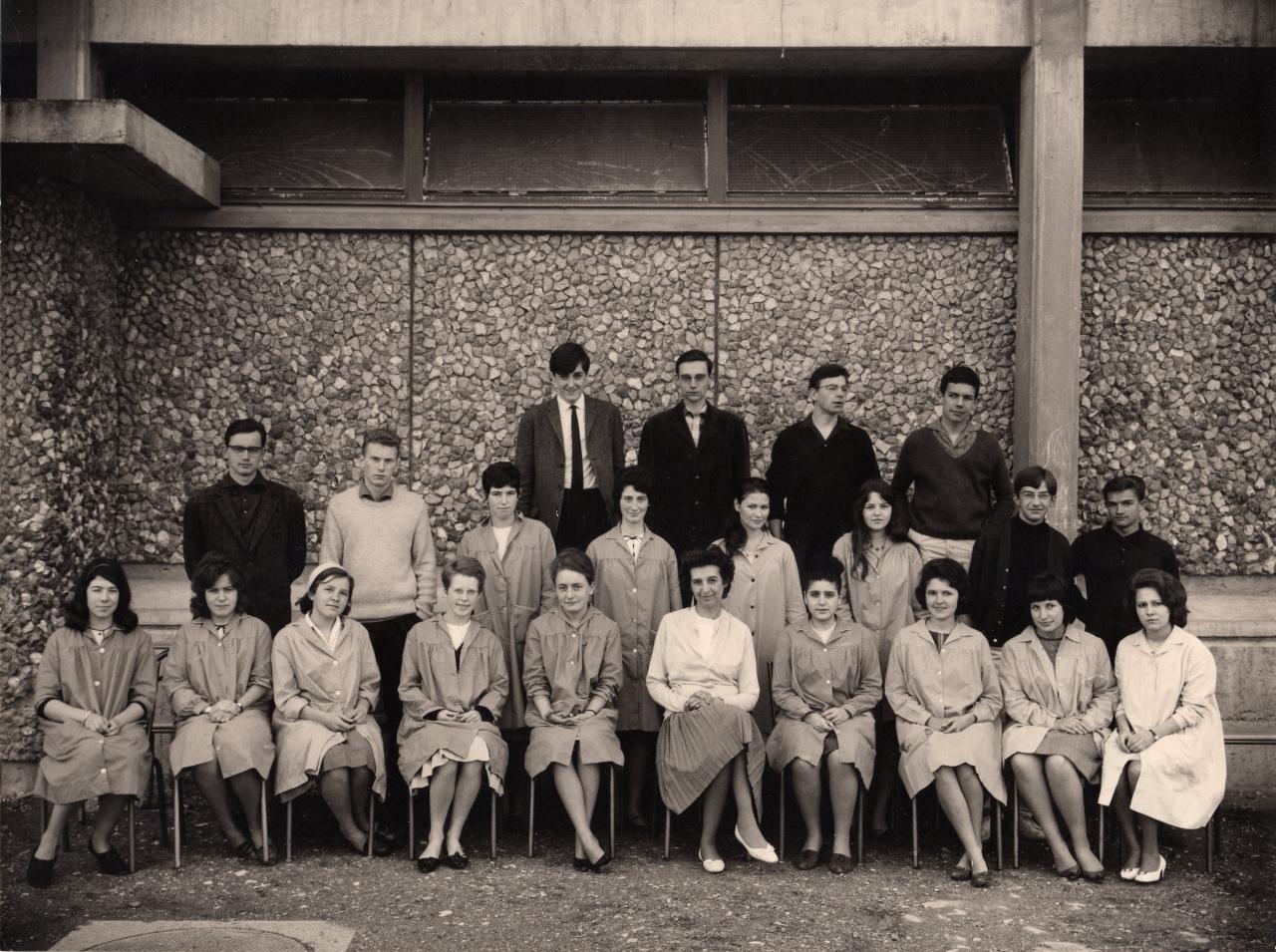 1ere M2 1963-64, avec Madame Eymard