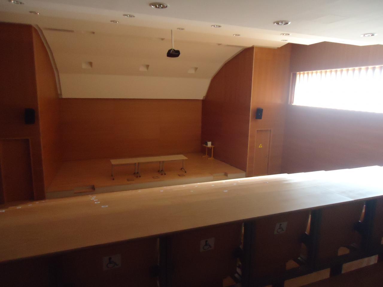 Amphithéâtre de 400 places. Quel luxe!