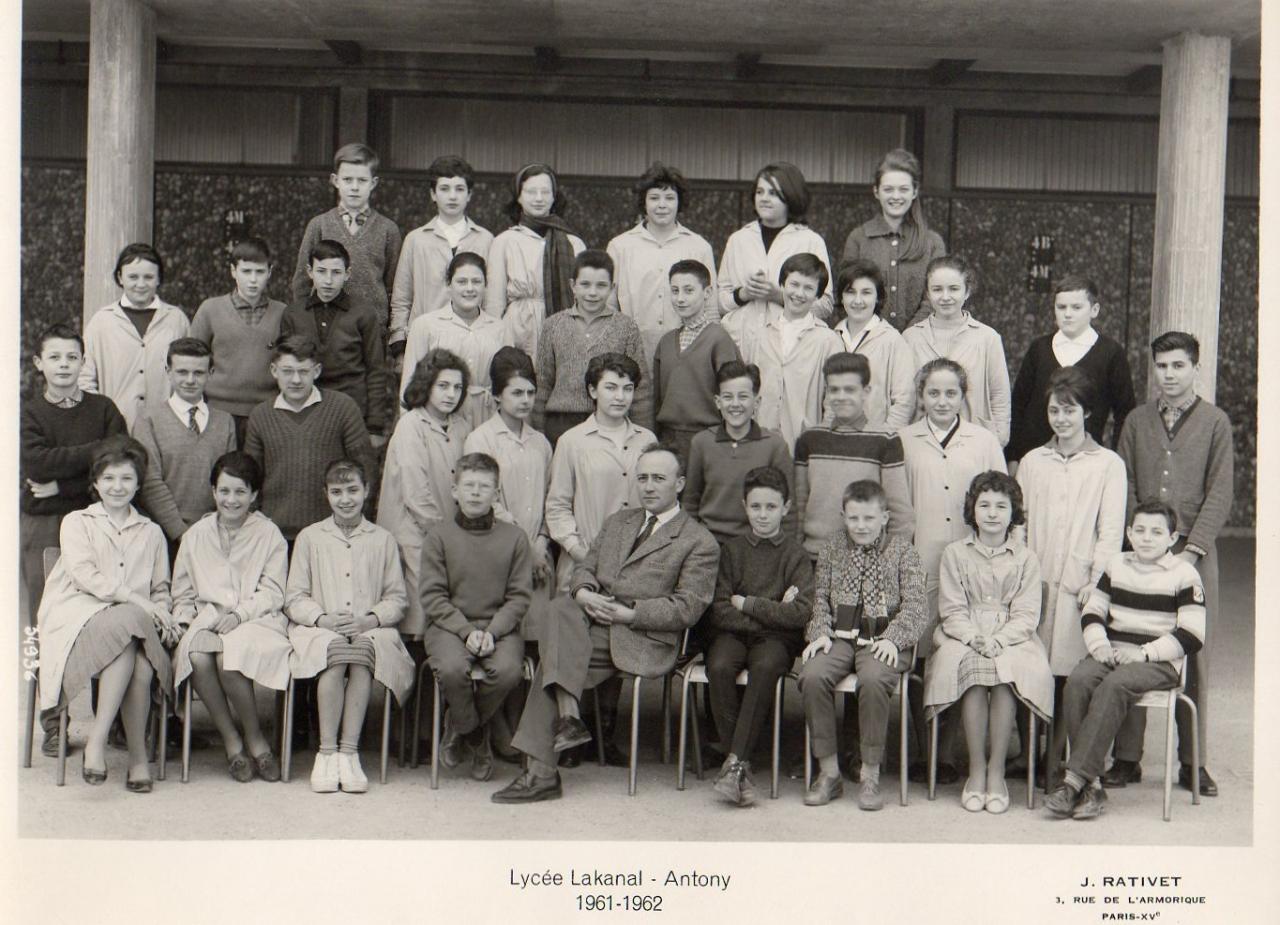 1961-62 4ème A x,  avec Monsieur Eymard